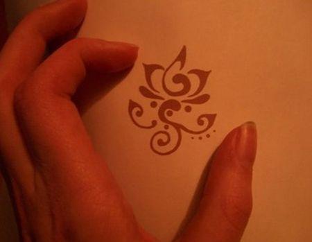 tatuaje rojo miniatura