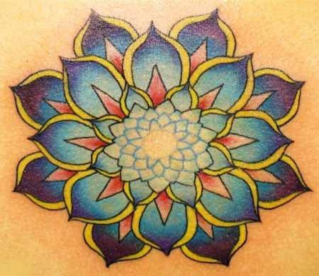 tatuaje azul de loto